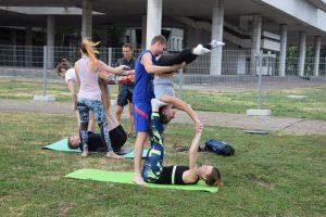Бесплатные занятия йогой @ На зеленой площадке перед УлГПУ им. И.Н. Ульянова