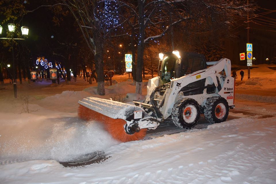 Снегоуборочные машины на городских улицах вариант жизни