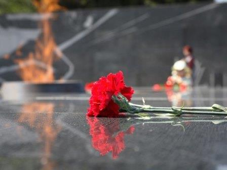 Гражданская панихида @ у братской могилы на старом городском кладбище на улице Карла Маркса