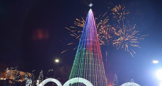 Развлекательная программа на Соборной площади «Новый год шагает по Земле» @ Соборная площадь