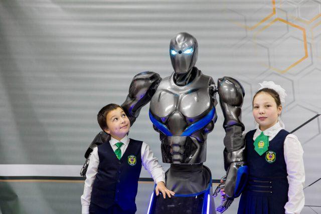 """Выставка роботов последних моделей из Лас-Вегаса, Берлина  и Пекина. @ ТК """"Звезда"""""""