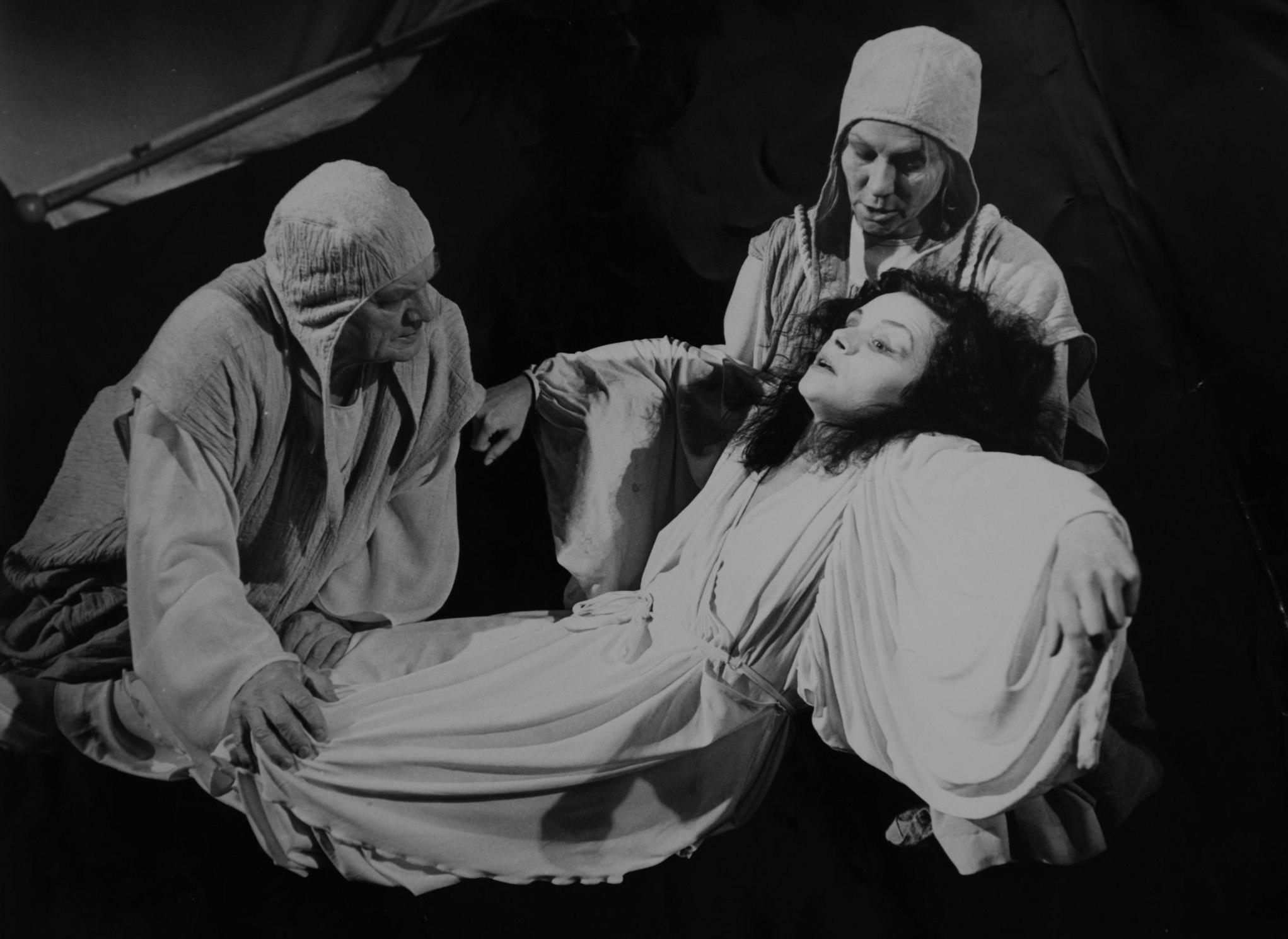 Онлайн-трансляция спектакля «Медея» по пьесе Людмилы Разумовской