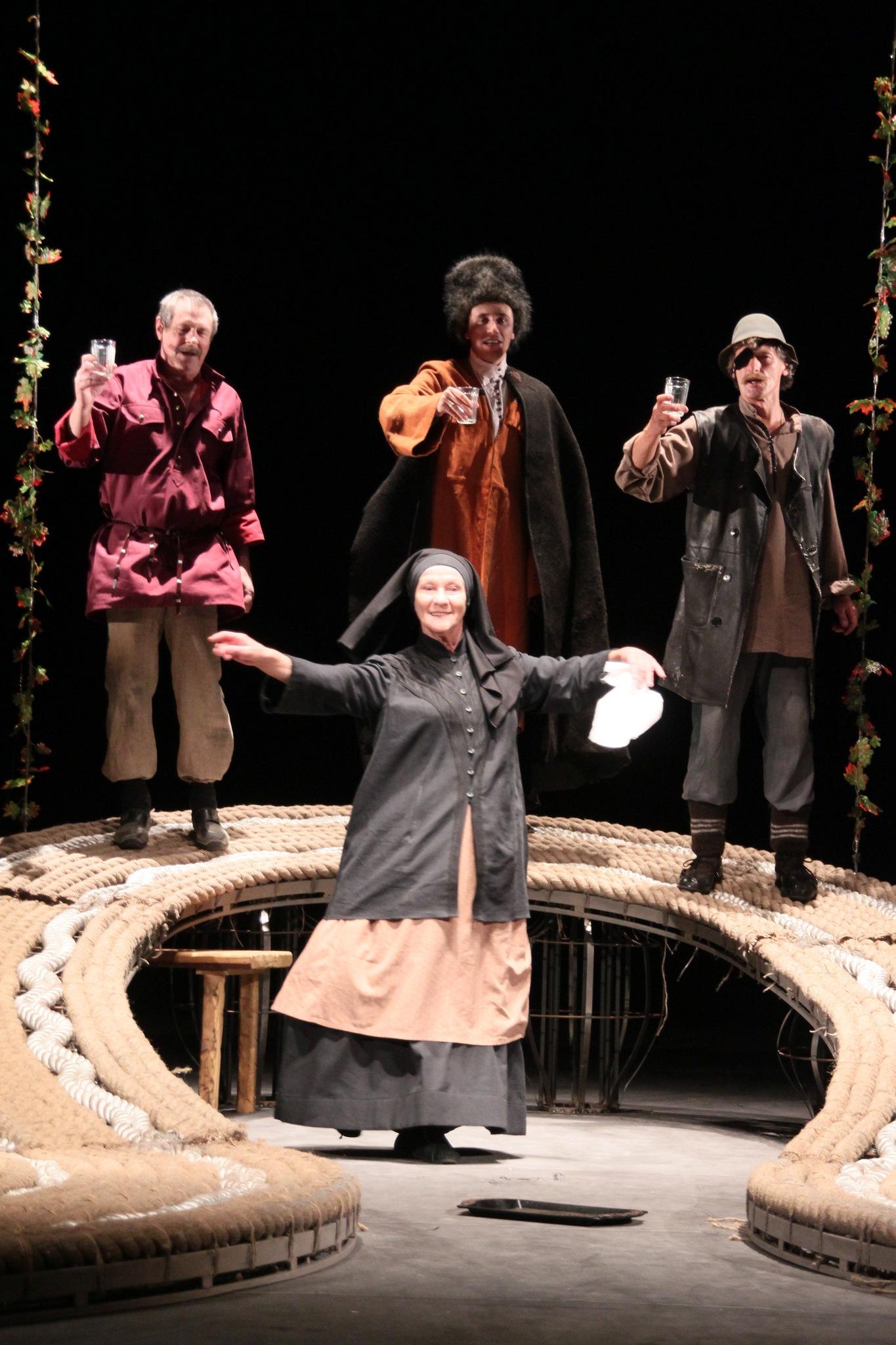 Онлайн-трансляция спектакля «Я, бабушка, Илико и Илларион»
