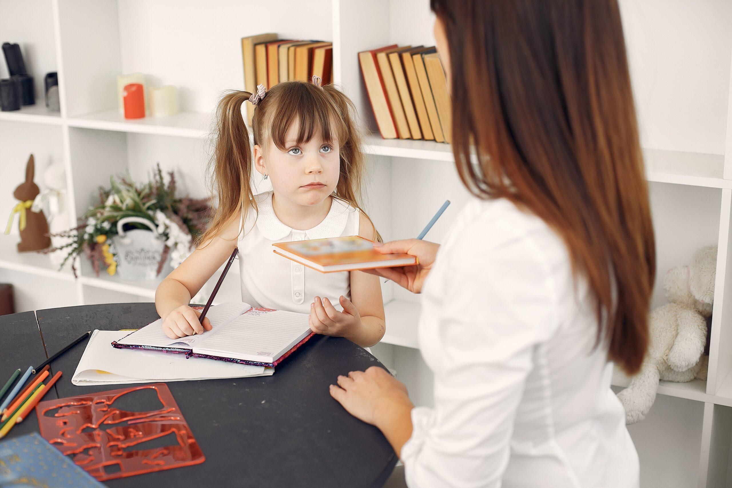 """Онлайн-семинар для родителей детей в возрасте от 5 до 10 лет «""""Домашка"""": чем помочь и что нельзя делать»"""