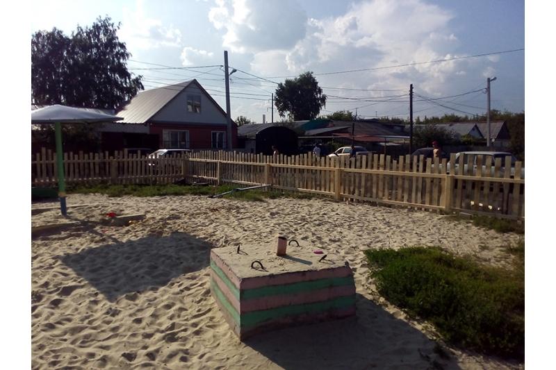 Помощь в постройке детской площадке
