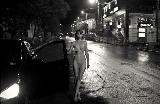 Эротичные женщины с обнаженными попками