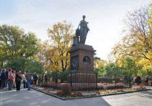 Пешеходная экскурсия «Ё-моё» @ Начало экскурсии в сквере Н.М.Карамзина