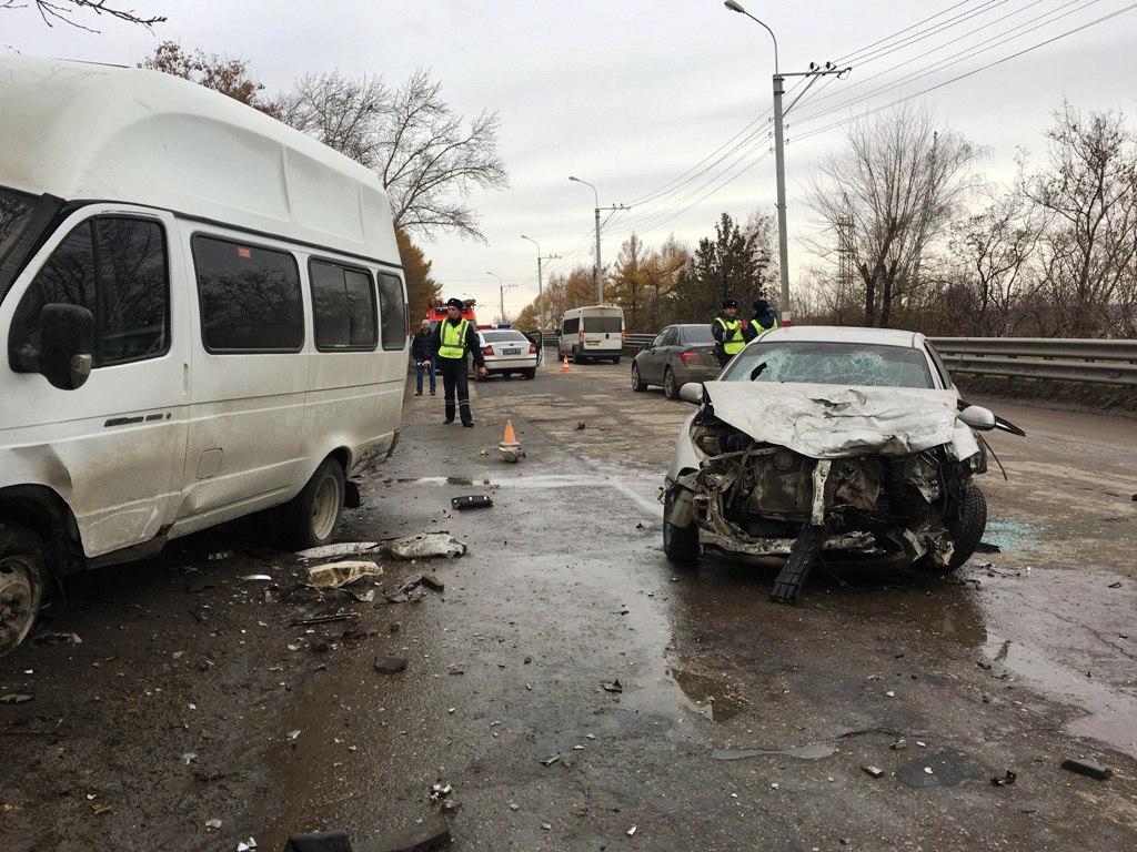Нагрузовой «восьмёрке» вУльяновске случилось ДТП спострадавшими