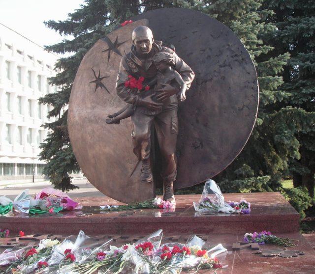 Митинг-реквием в День солидарности в борьбе с терроризмом @ площадь Ленина возле памятника Герою России Дмитрию Разумовскому