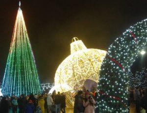 Концертно-развлекательная программа, посвящённая завершению новогодней кампании @ Площадь Ленина