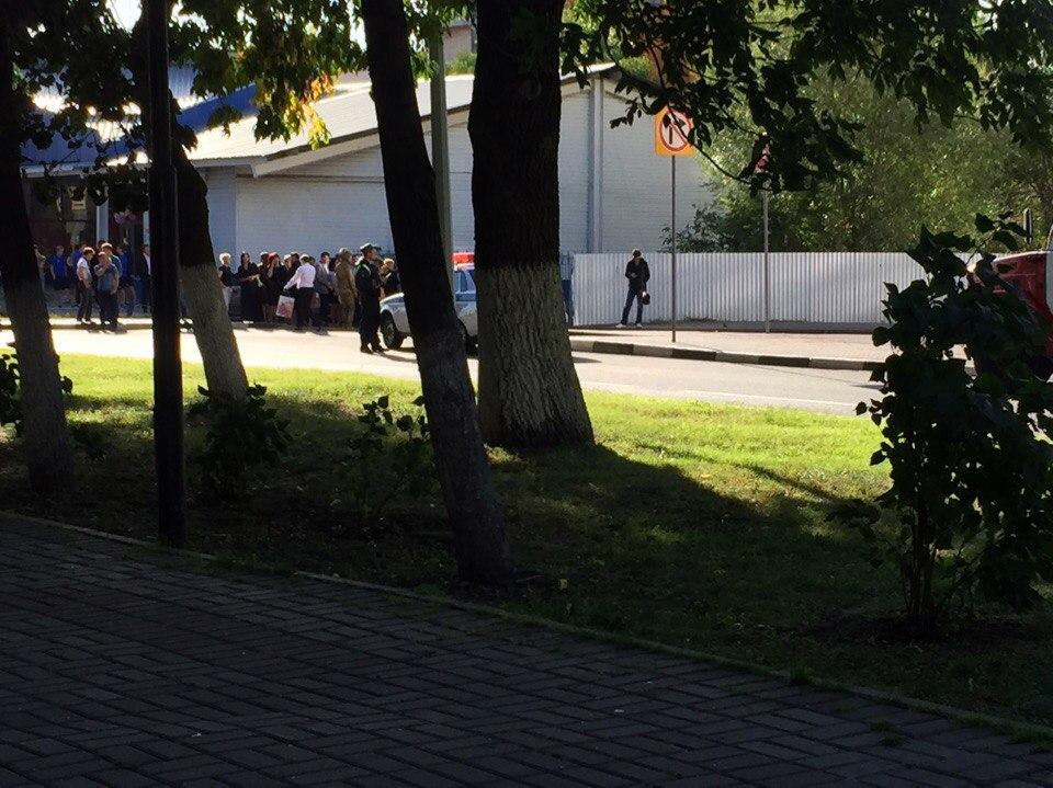 ВУльяновске изторговых центров эвакуировали людей: ищут бомбу