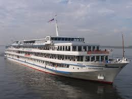 Поездки на теплоходе по Куйбышевскому водохранилищу Волги @ речной порт