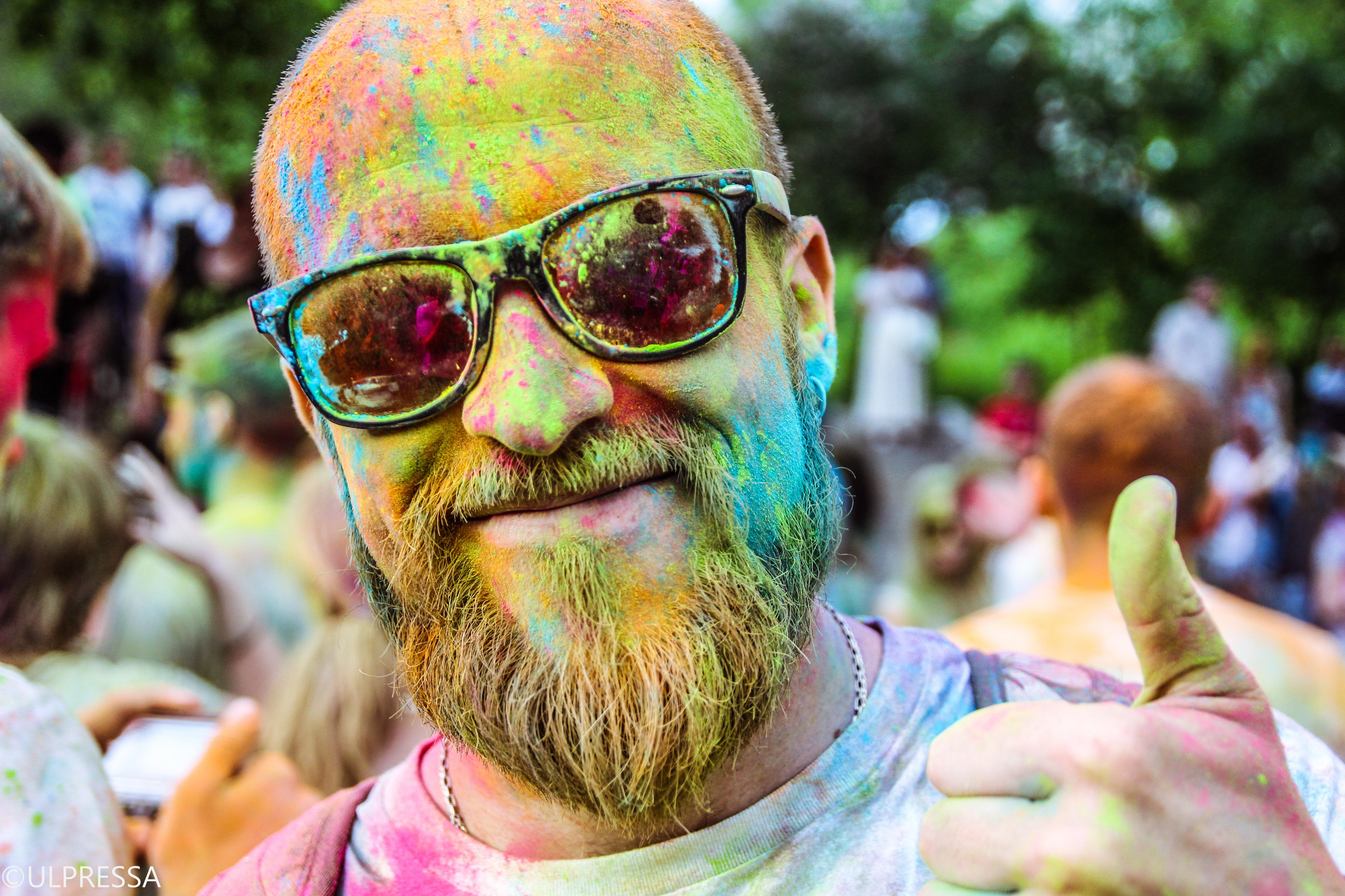 Разноцветные фотографии с людьми
