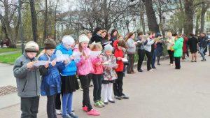 Патриотический флешмоб «Читай во имя мира!» @ На площадке перед Дворцом книги