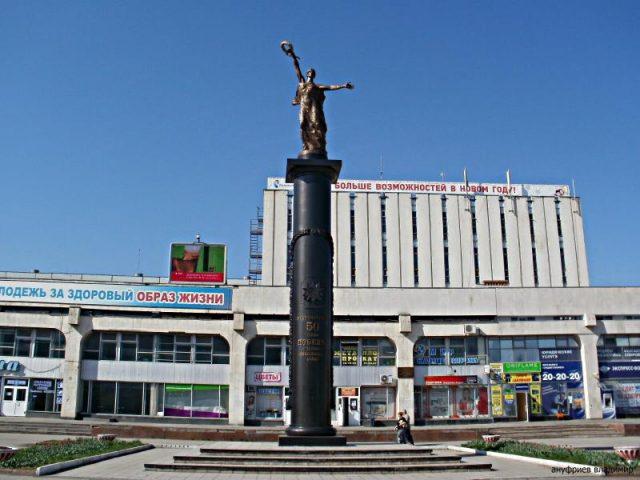 Экскурсия по Новому городу @ площадь 50-летия Победы