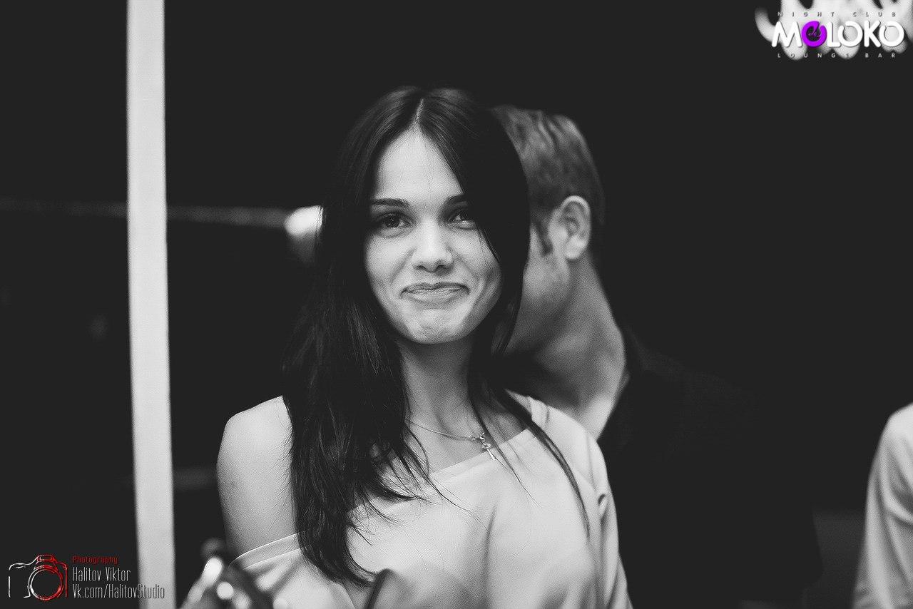 Симпатичная девушка с красивой жопой 12 фотография
